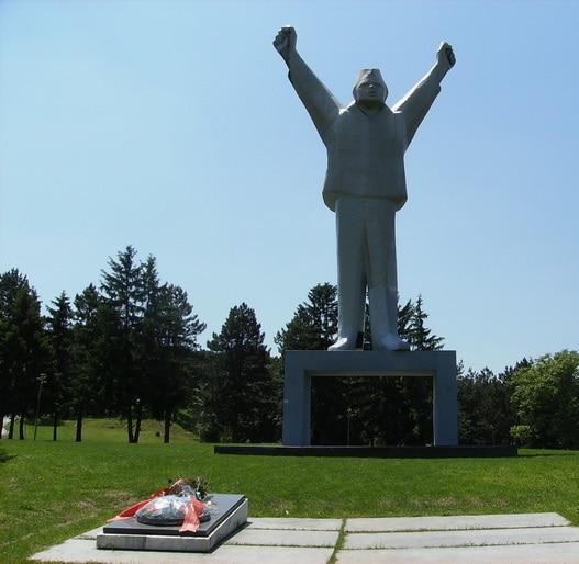 Spomenik Stevanu Filipovicu Zapali Iz Z Grada
